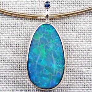 Blauer 14k Goldanhänger mit 2,24 ct. Black Crystal Opal und Saphir