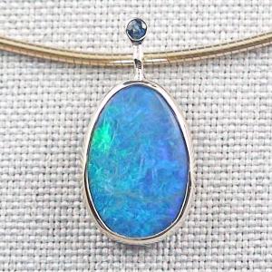 Blauer 14k 585er Goldanhänger 2,94 ct. Black Crystal Opal und Saphir