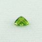 Mobile Preview: Echter Peridot 2,93 ct Triangle Schliff Chrysolith Zertifikat leuchtend grün lupenrein