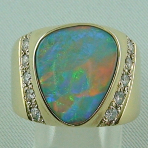 14K Goldring 585 mit Semi Black Opal und Diamanten
