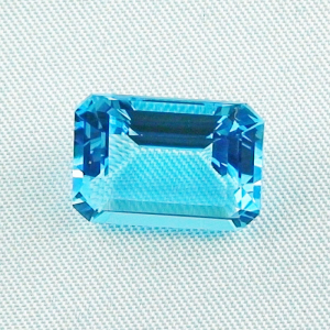 Swiss Blue Blautopas 10,41 ct octagon bar cut - Video & Zertifikat