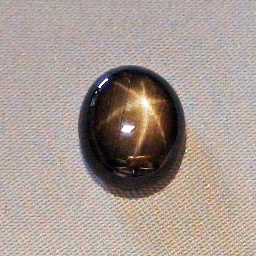 Schwarzer Saphir